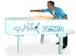 Wild-Pianoshow-Berry-pointing